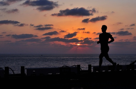 jogging-at-sunset-1461853562jau